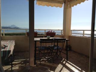BEACHFRONT- PRIMERA LINEA- Bonito y acogedor con fantasticas vistas al mar