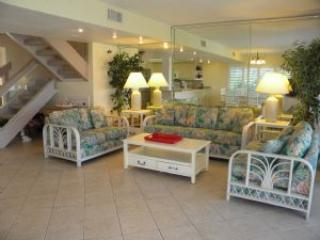 Golden Beach #1 Surf & Sand Right Outside Your Door. Pet Friendly, Sanibel Island