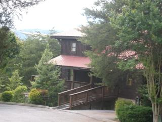 4 bedroom with mtn views, Pigeon Forge