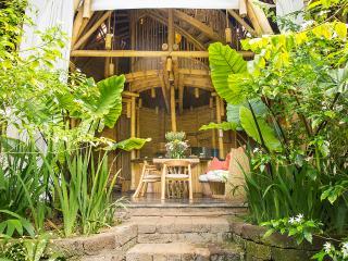Garden Villa, Entrance