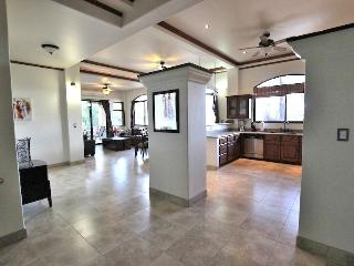 Secure 2BR Beach Condo w/ Restaurants & Market, Playa Junquillal