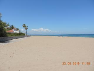 Primera linea de playa . Sin carretera a cruzar