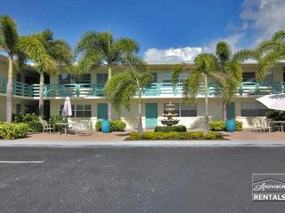 Cute and convenient Olde Naples condo