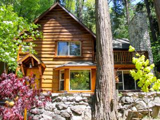 BURNT MILL CANYON COTTAGE, A GORGEOUS ROMANTIC GETAWAY - JUST FOR TWO, LAKE PASS, Lake Arrowhead