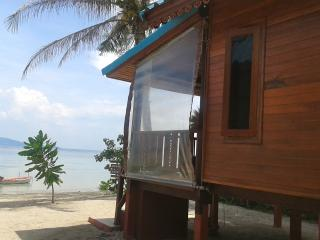 ROMANTIC BEACH HOUSE WITH SUNSET VIEW, Surat Thani