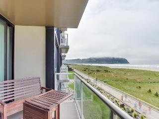 Beautiful oceanfront condo overlooking the Promenade, Seaside