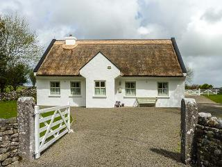 BROOKWOOD COTTAGE, character, woodburner, child-friendly, enclosed garden, thatched cottage near Cong, Ref. 924083