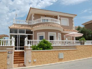 Beautiful holiday villa with swimming pool, Torrevieja
