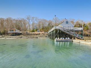 Quiet, family-friendly waterfront escape with private marina, East Boothbay