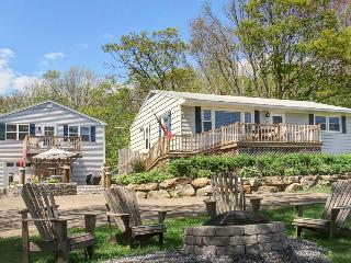 Stunning water views from two family-friendly cottages - dogs welcome!, Boothbay Harbor