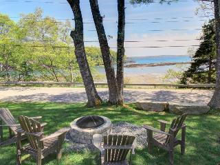 Stunning water views from two family-friendly cottages!