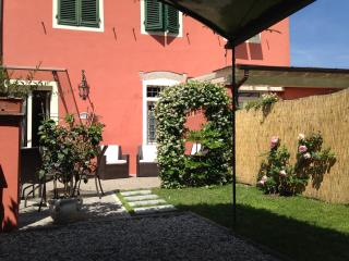 Lucca Villino Franca just outside  town-walls A/C,garden/park.&WiFi
