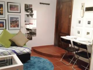 ESTUDIO ABUHARDILLADO - SOL, Madrid
