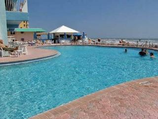 * $1000 / 2 BR July 3 - 10 week on resort beach  *