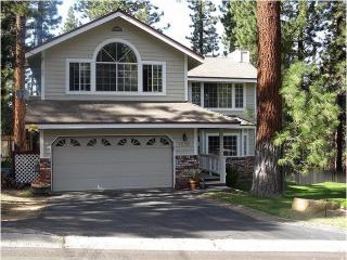 Large Luxury Home near Heavenly, Jacuzzi, Pool Tb, South Lake Tahoe