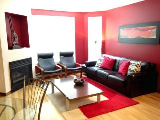 Gorgeous 1 bed, Sleeps 4, Outdoor Pool & Hot Tub, Whistler