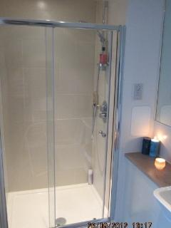 Walk-in shower with gel, shampoo, conditioner supplied.
