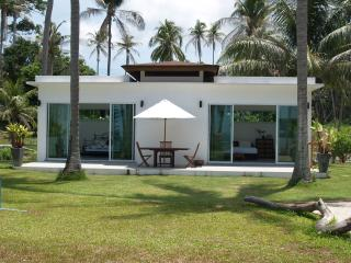 Beautiful Beachfront 2 Bedroom Bungalow