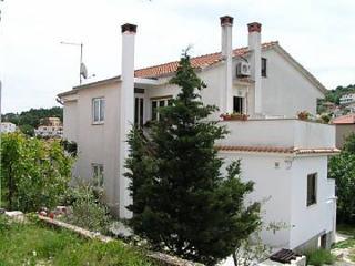 5384  A1(3+1) - Vrbnik