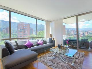 Bright 3 Bedroom Apartment In El Poblado, Medellín