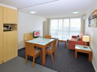 Metro Hotel & Apartments Gladstone #1