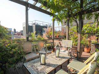 Large 4 Bedroom Duplex with a Private Roof Deck!, Nueva York