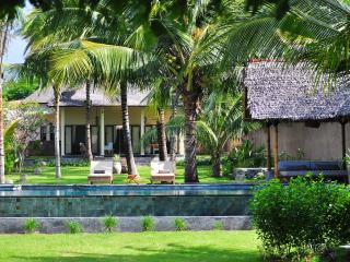 The Beach Villa with private white sandy beach, Pemenang