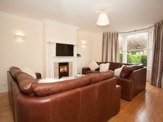 Large Comfortable House (SLEEPS 10), Edimburgo
