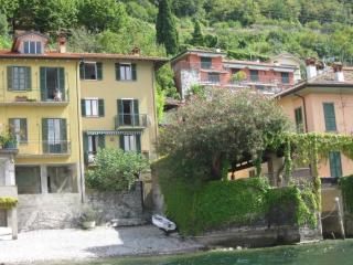 Casa in riva al lago