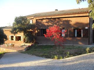 Habitación doble con baño y salón privado y tv, San Roman de los Montes