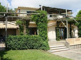 Incredible Villa Raffaella, private pool, sea view, wifi, free parking, sleeps 8