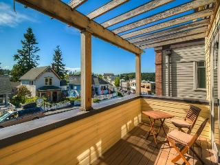 Luxury Harbor View Condo In Heart of Friday Harbor! - (Churchill Plaza #3), Islas San Juan