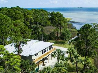 Easygoing Bay Front Home, Screened in Pool, Fenced Yard, Firepit, Cape San Blas
