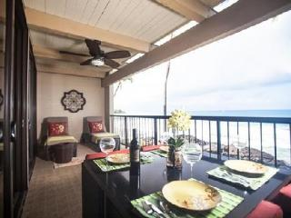 Oceanfront 2 Bedroom Condo with Fabulous View!#205, Kailua-Kona