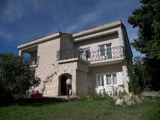 Villa with garden near the beach, 2 bedroom flat, Premantura