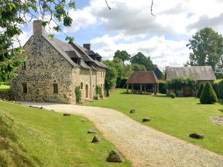 The Farmhouse from the drive showing the Cider Press and communal picnic shed
