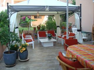 super appartement 3 pièces 75m2 en RdC, terrasse 70m2 , sous-sol 80 m2