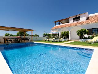 Villa São Miguel with private pool