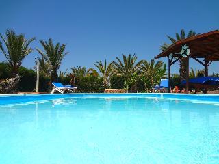 3 bed villa, landscaped gardens,private pool, wifi