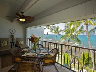 4th Floor Oceanfront Condo with Awesome View!, Kailua-Kona