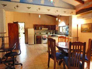 Nice apartment & garden close to the beach, Esterillos Oeste
