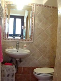 Red House Courtesy bathroom