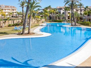 Luxury apartment in Puerto Banus, near Marbella, with terrace, air con and pool – walk to beach