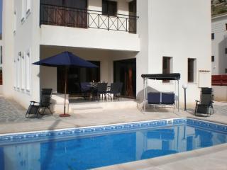 Villa Calypso – modern luxury villa in Peyia, near Coral Bay Beach, w/ private pool and sea views, Pafos