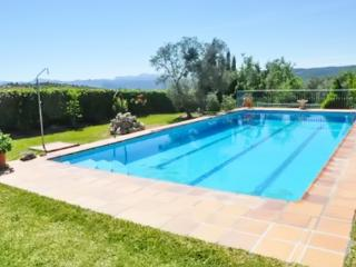 Adorable Rural Andalusian apartment in a private villa w/ large pool, mountain views & private garden, Arriate