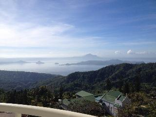 Condo Unit Overlooking Taal-Modern Style, Tagaytay