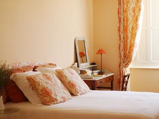The Peach Bedroom - Clos Mirabel B&B