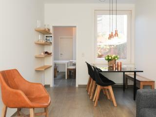New Townhouse in Scandinavian style -free parking!, Brujas