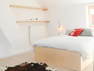 New Townhouse in Scandinavian style -free parking, Bruges