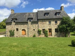 The Farmhouse with five bedrooms and three bathrooms (one en suite) with huge reception and wifi